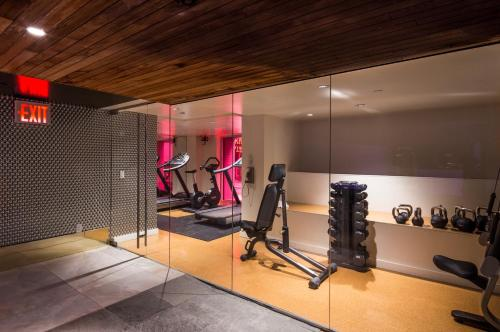 The fitness centre and/or fitness facilities at Room Mate Grace Boutique Hotel