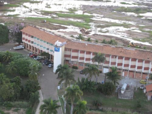 Uma vista aérea de Hotel Canoeiros