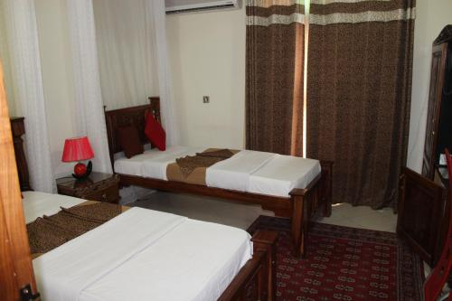 A bed or beds in a room at Al-Minar Hotel