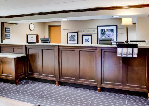 The lobby or reception area at Hampton Inn Pittsburgh Greentree