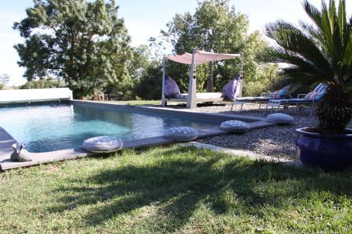 The swimming pool at or close to Maison Mandala