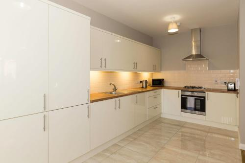 A kitchen or kitchenette at Bt1 Apartments - Ivy House
