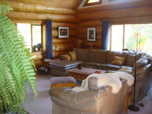 A seating area at Wildhorse Mountain Guest Ranch Bed & Breakfast