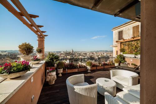 A balcony or terrace at Hotel Scalinata Di Spagna