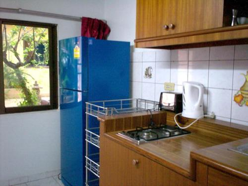 A kitchen or kitchenette at Baan Orchid Guesthouse