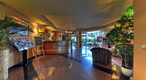 The lobby or reception area at Hotel Central Dachau Garni