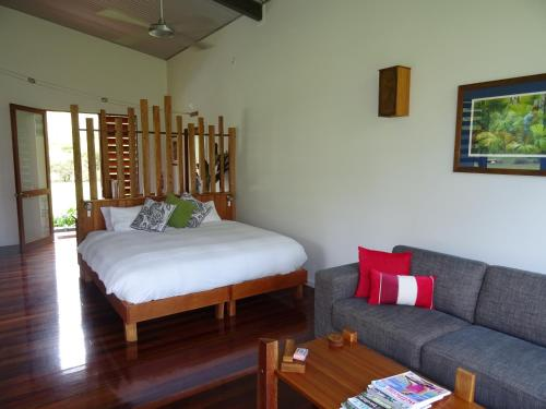 A bed or beds in a room at Sweetwater Lodge