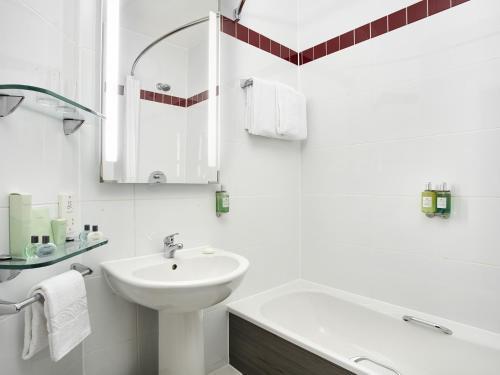 A bathroom at Jurys Inn Southampton