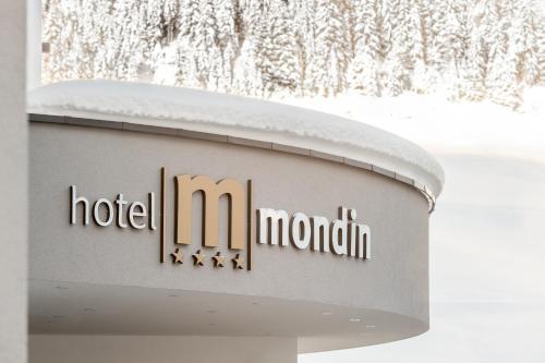 Hotel Mondin during the winter