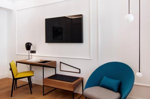 Een TV en/of entertainmentcenter bij One Shot Palacio Reina Victoria 04