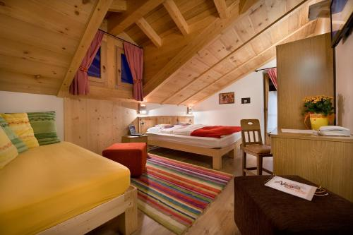 A bed or beds in a room at Hotel Alegra