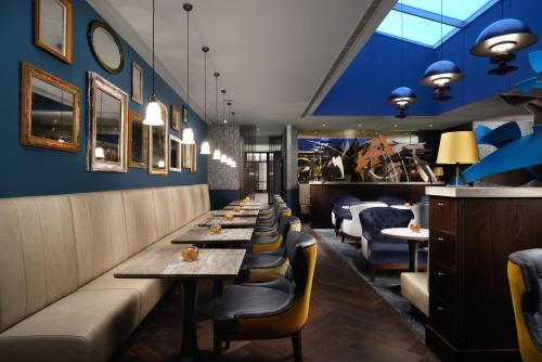 A restaurant or other place to eat at Hilton London Bankside