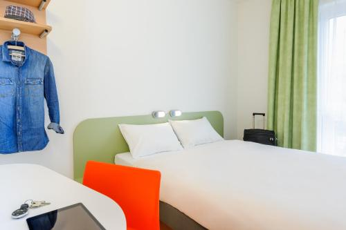 A bed or beds in a room at Ibis Budget Bamberg