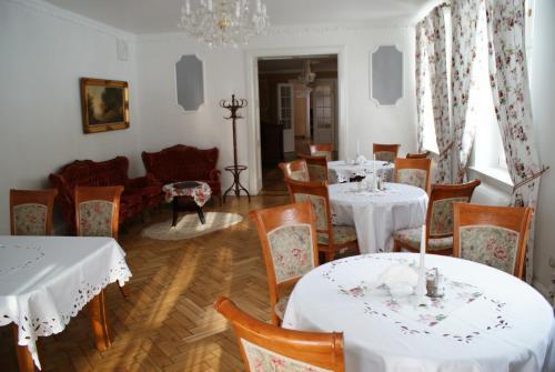 Restauracja lub miejsce do jedzenia w obiekcie Mazurski Dwór