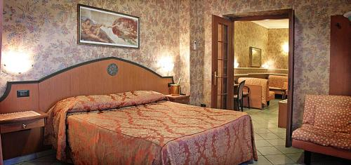 A bed or beds in a room at Hotel Nespolo D'Oro