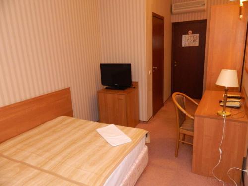 Телевизор и/или развлекательный центр в Business Hotel