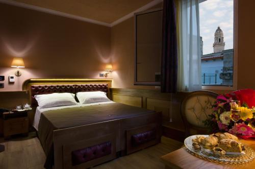 Letto o letti in una camera di Le Club Boutique Hotel