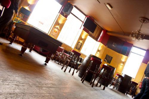 Restaurant ou autre lieu de restauration dans l'établissement Dover Castle Hostel
