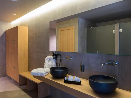 A bathroom at Hotel Spa Elia