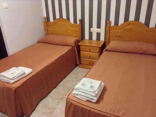 A bed or beds in a room at Pensión Matilde