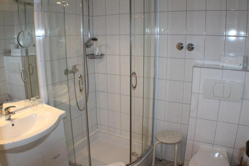 Ein Badezimmer in der Unterkunft Landhotel Combecher