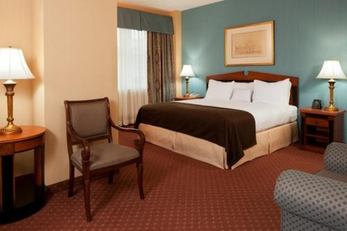 A bed or beds in a room at Inn at the Colonnade Baltimore - A DoubleTree by Hilton Hotel