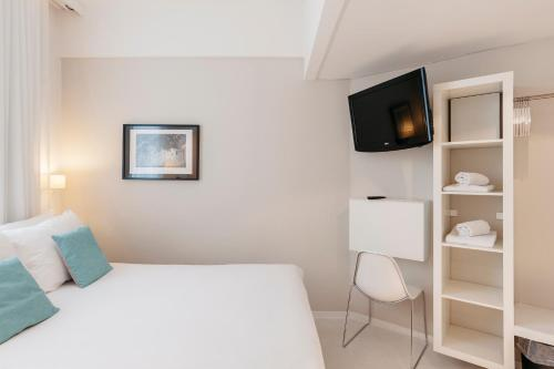 Een bed of bedden in een kamer bij Leopold Hotel Ostend