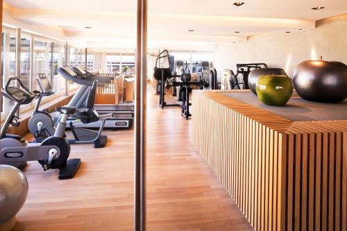 The fitness center and/or fitness facilities at Hotel Bellevue Palace Bern