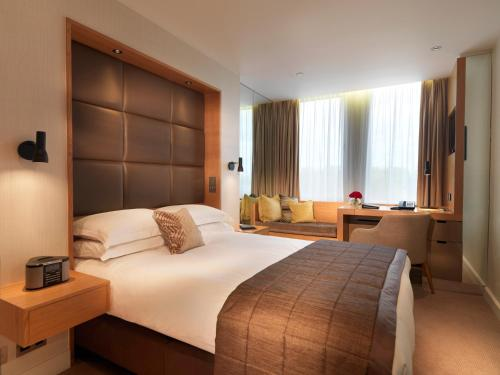 A bed or beds in a room at Royal Garden Hotel