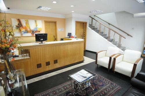 The lobby or reception area at Rhud's Hotel