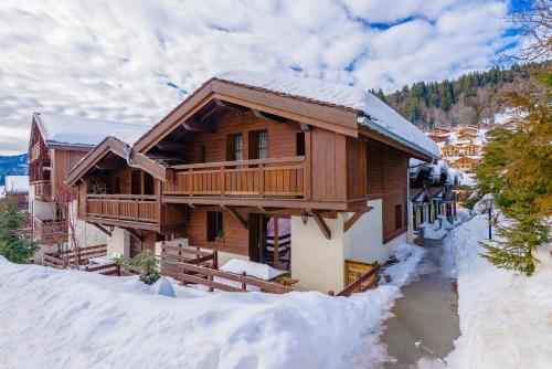 Lagrange Vacances Les Fermes Emiguy during the winter