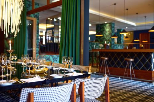 Een restaurant of ander eetgelegenheid bij Pestana Vintage Porto Hotel & World Heritage Site