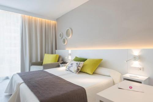 Letto o letti in una camera di JS Sol de Alcudia