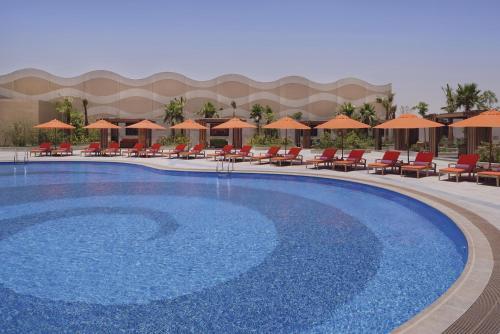 المسبح في voco - Riyadh, an IHG Hotel أو بالجوار