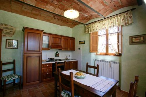 A kitchen or kitchenette at Agriturismo D' Epoca La Marianella