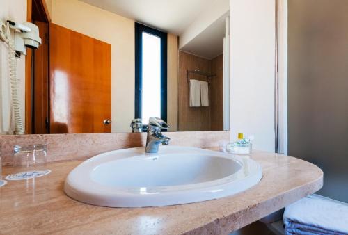 A bathroom at Hotel Villacarlos