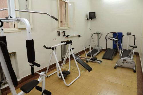 The fitness center and/or fitness facilities at Hotel Muñiz