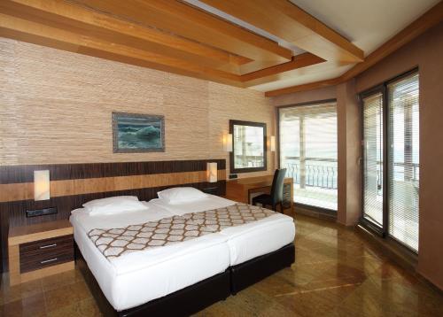 Легло или легла в стая в Art Complex Anel