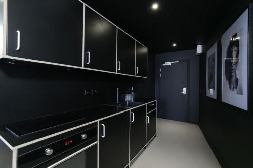 A kitchen or kitchenette at Kip Hotel