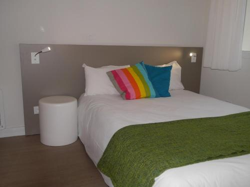 A bed or beds in a room at Montempô Apparthôtel Marseille Centre Euromed