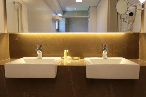 Um banheiro em Oasis Plaza Hotel