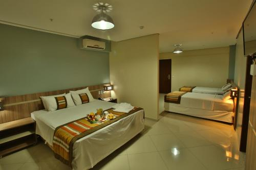 A bed or beds in a room at Paiaguas Palace Hotel