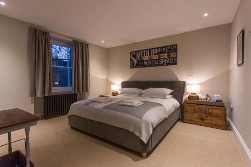 A bed or beds in a room at The Redan Inn
