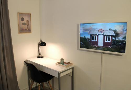 A television and/or entertainment center at Jansvej Homestay