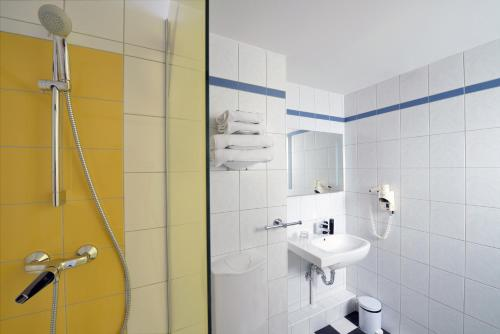 A bathroom at Ibis Styles Budapest City