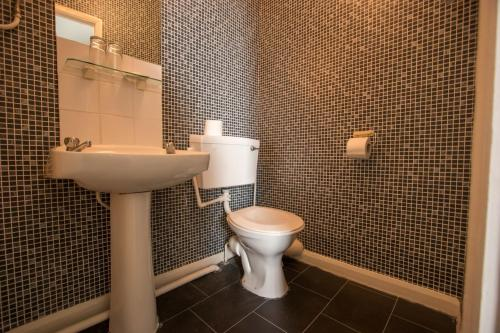 A bathroom at The Carlton Hotel