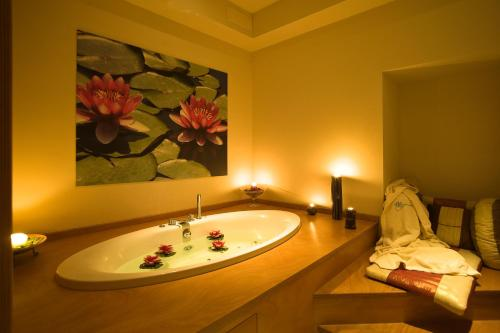 A bathroom at Hotel Villa Ricci & Benessere