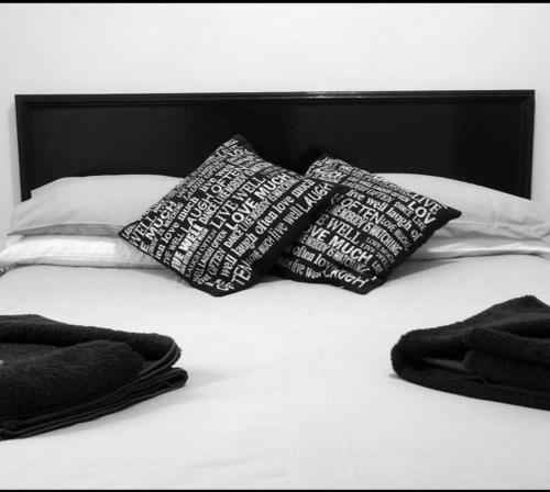 A bed or beds in a room at Apollo Guest House