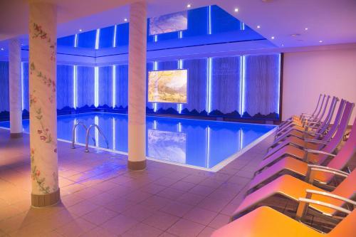 Бассейн в IFA Alpenrose Hotel Kleinwalsertal или поблизости