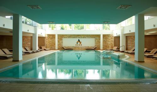 The swimming pool at or close to Hotel Atlantis Hajdúszoboszló